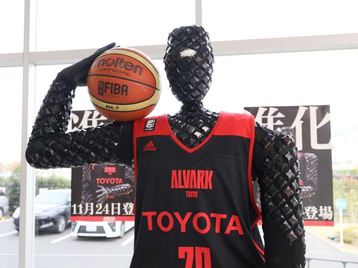 アルバルク東京の進化したAIバスケットボールロボット『CUE2』、立飛に立つ!