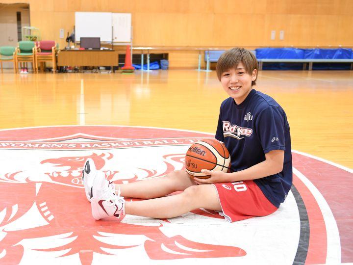 町田瑠唯が語るバスケ部時代vol.1「町田家の床は私のドリブル練習で凹んだまま」