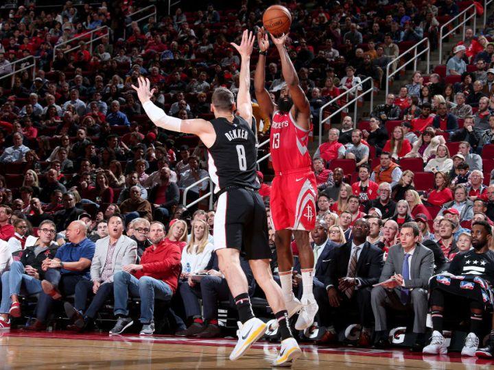 ロケッツの超攻撃的スタイルは健在、NBA新記録の3ポイントシュート26本を決める