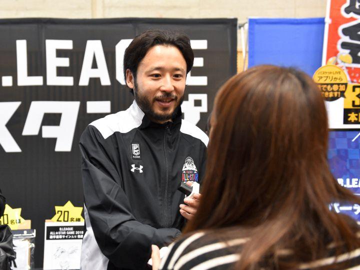 Bリーグオールスターで選手がファンにスタンプ、田臥勇太も登場し抽選会は大盛況