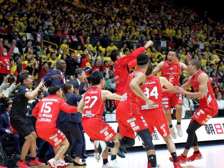 富樫勇樹が最後の最後でエースの仕事、千葉ジェッツが栃木を振り切り天皇杯3連覇