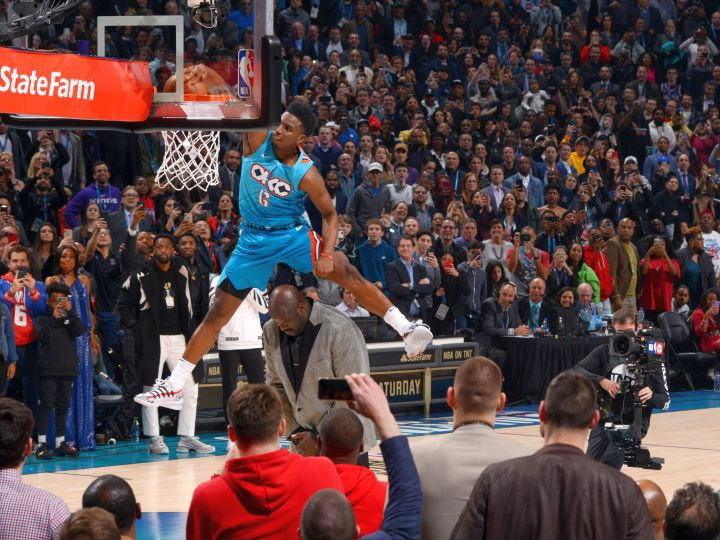 NBAのダンクコンテストは妙技『シャック超え』を決めたサンダーのディアロが優勝