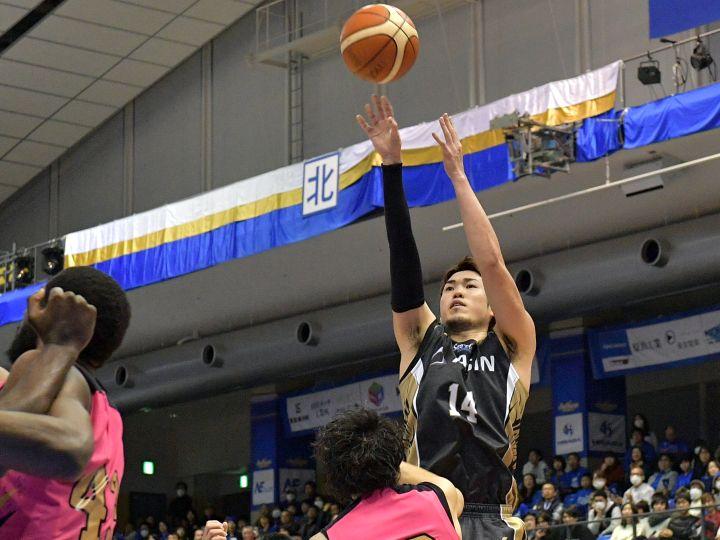 秋田の若さと勢いに押しまくられた三河、終盤に「冷静に粘り強く」戦い1点差勝利