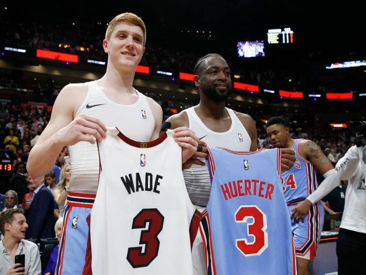 ウェイドがホークスの新人ハーターにサプライズ「3番同士のジャージー交換」