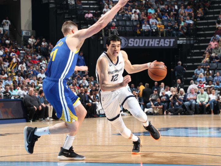 グリズリーズの渡邊雄太、NBAデビューシーズン最終戦を4得点4リバウンドで締める