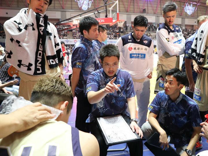 琉球ゴールデンキングスの佐々宜央ヘッドコーチが続投、成長を続け3シーズン目に