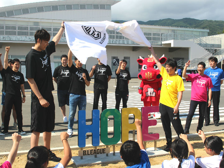B.LEAGUE Hopeでプロ選手が陸前高田市を訪問、桜の植樹とモニュメントを寄贈