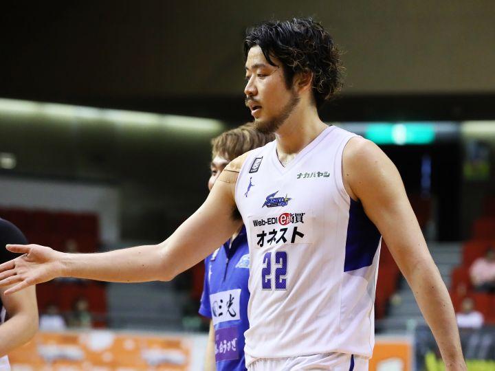 大阪エヴェッサが「器用でかつ走力もあり献身的な選手」と評価する小阪彰久と契約