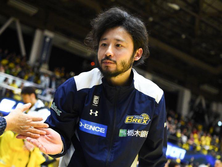 田臥勇太が栃木ブレックスで12シーズン目を戦うことが決定「毎試合熱く戦いたい」