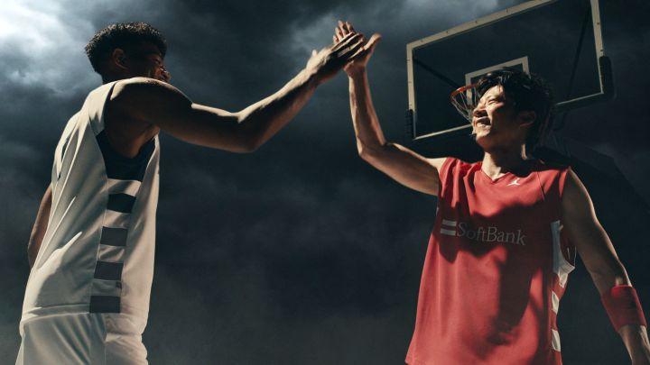 ソフトバンク5GのCMで見事な連携を見せた八村塁&田中圭「バスケを楽しみたい」