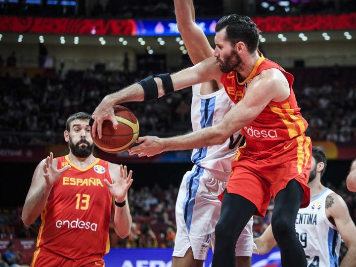 連動したチームバスケットでアルゼンチンを退けたスペイン、ワールドカップ優勝
