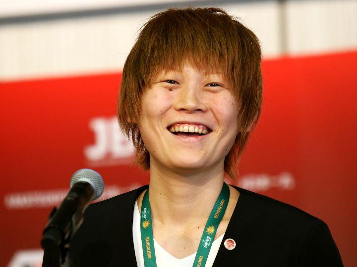 アジアカップ優勝トロフィーを手に帰国した髙田真希「目標はさらに高いところに」