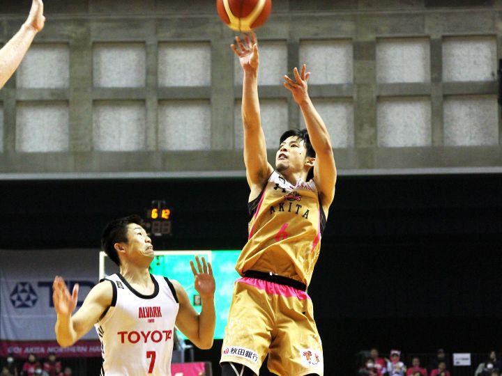 秋田ノーザンハピネッツ、積み重ねた『王者のバスケ』でアルバルク東京に競り勝つ