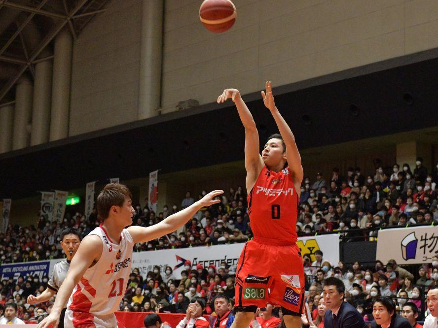 三遠ネオフェニックスがチーム一丸の戦いで名古屋Dにリベンジ、河村勇輝はプロ初勝利