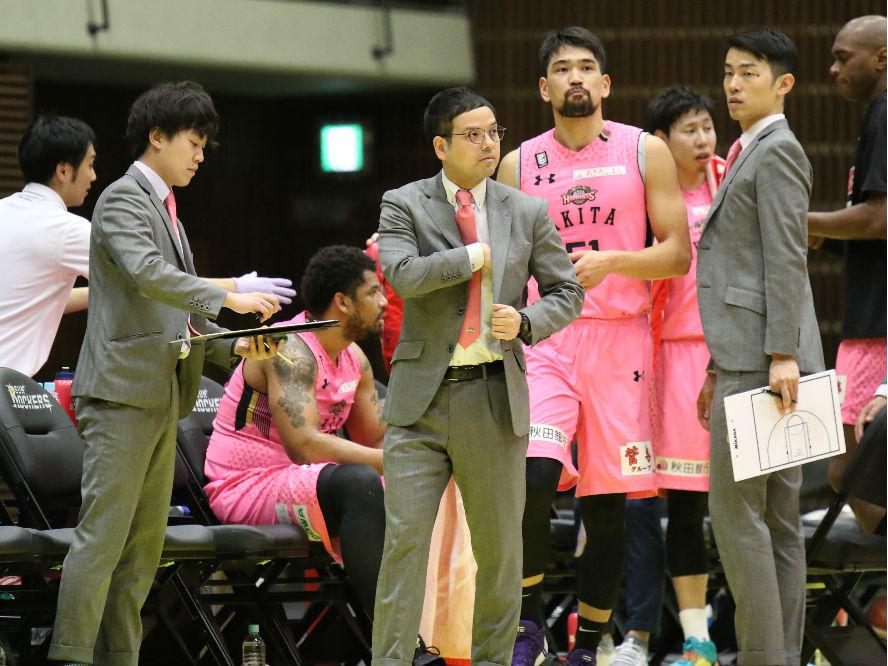 秋田ノーザンハピネッツを率いる前田顕蔵「戸惑いがある中でもハードにプレーしてくれた」と選手を称える