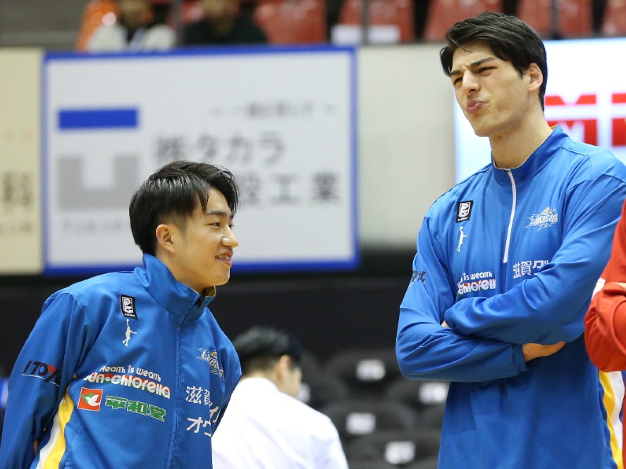アルバルク東京が期限付き移籍に出していた齋藤拓実とシェーファー・アヴィ幸樹との契約満了を発表