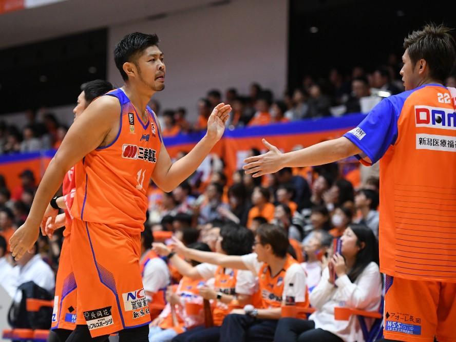 新潟アルビレックスBBの鵜澤潤と上江田勇樹が契約満了に「歴史あるチームに在籍できたことは人生の財産」