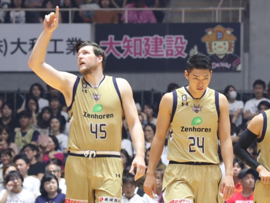 琉球ゴールデンキングスがキャプテンの田代直希と大黒柱のジャック・クーリーとの契約継続を発表