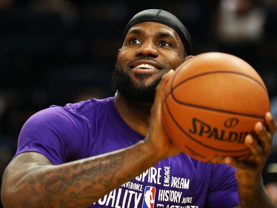 NBA再開に備えるレブロン・ジェームズ、レイカーズのチームメートとの練習に励む
