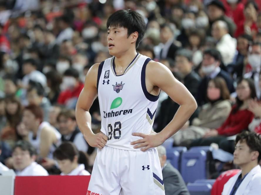 琉球ゴールデンキングスが特別指定の牧隼利とナナーダニエル弾との2020-21シーズン選手契約を発表