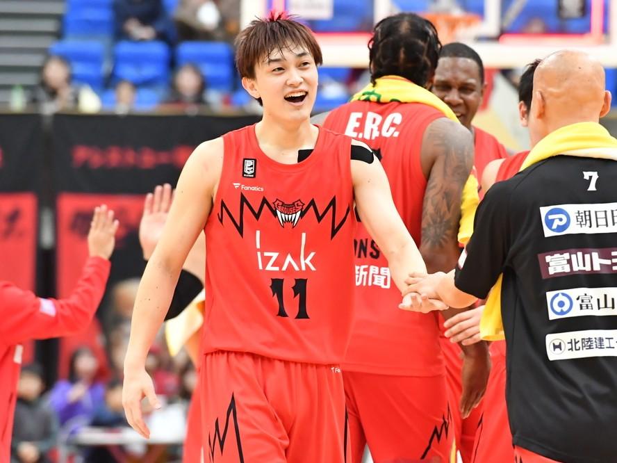 富山グラウジーズが『チームの顔』宇都直輝とルーキーの松脇圭志と契約継続