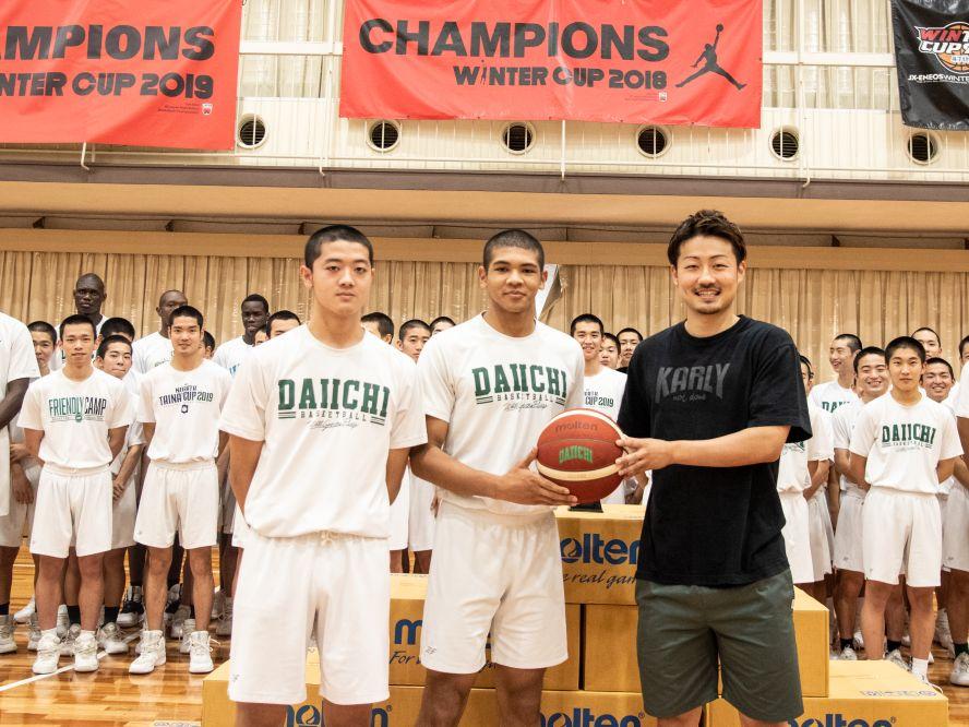 狩野祐介など福岡第一OBがバスケットボール50球を母校に寄贈「どんなことにも感謝して日々頑張ってください」