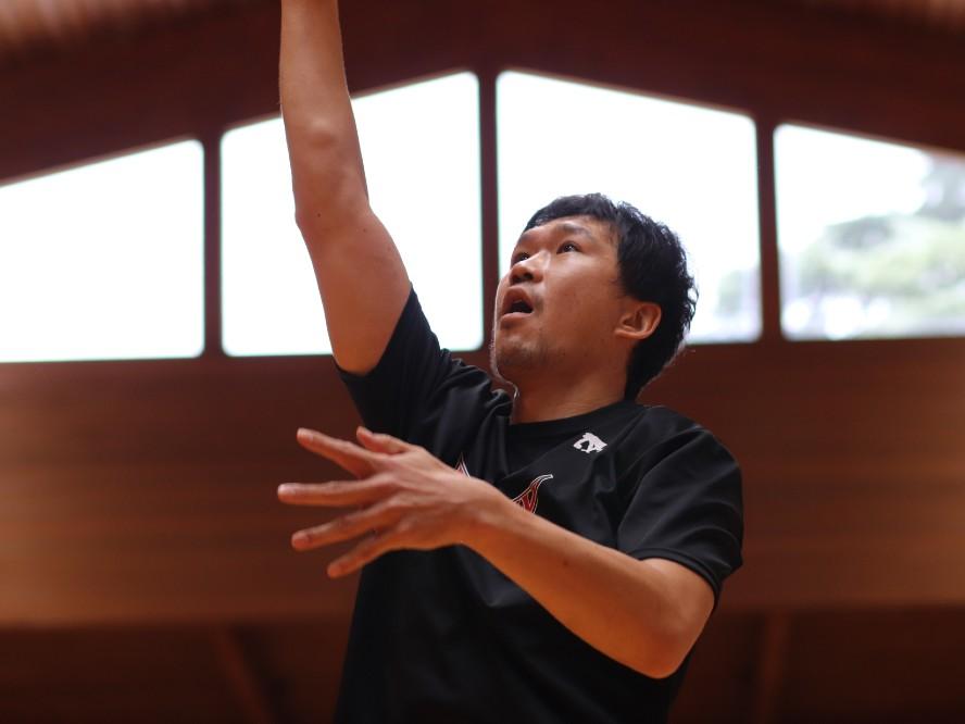 三遠ネオフェニックスは外国籍選手も指揮官も入国できない危機も、太田敦也は意に介さず「僕の出番は増える」