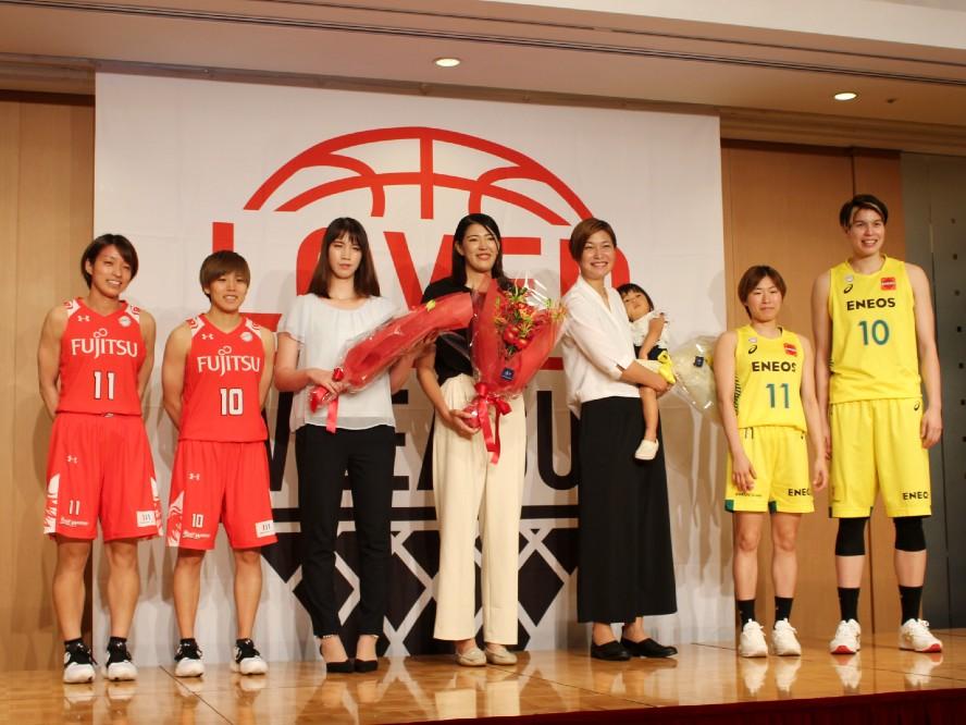 Wリーグが現役引退を表明した6選手に功労賞を贈る、受賞した大﨑佑圭は「良いバスケ人生を送れた」