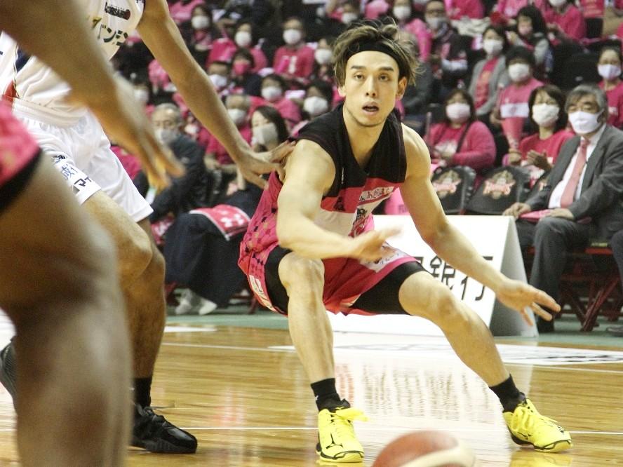 秋田ノーザンハピネッツの伊藤駿、走るバスケットで勝機をもたらす「意識的にアップテンポに持っていった」