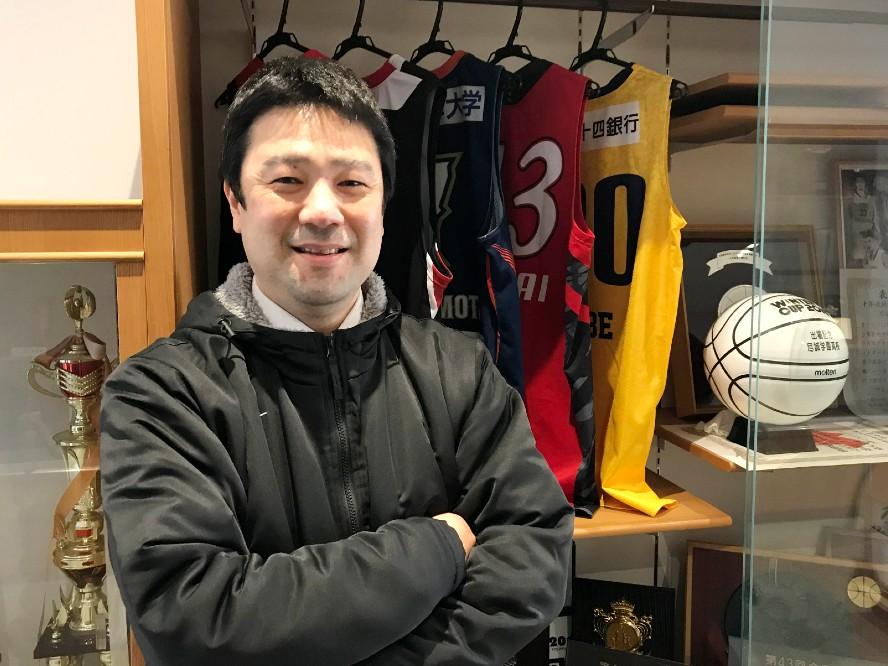 尽誠学園を強豪へと引き上げた色摩拓也コーチ(前編)「この3年間が大事だった、と振り返ってもらえる指導を」