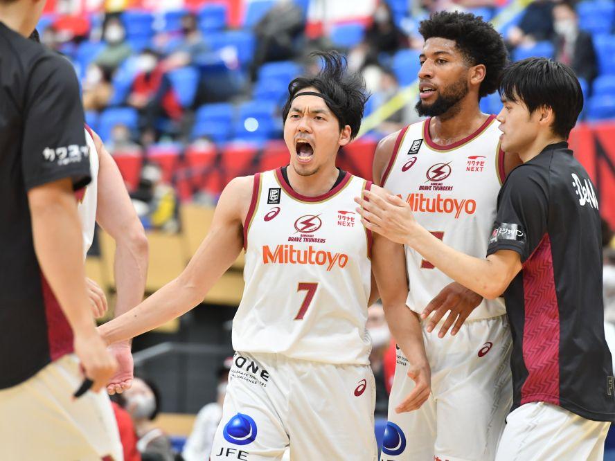 川崎ブレイブサンダースがチーム一丸の大奮闘、篠山竜青のクラッチスリーで富山との激戦に決着