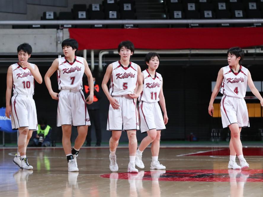 大阪薫英女学院が3回戦で敗退も、桜花学園を相手に1年生エースの都野七海が16得点を記録
