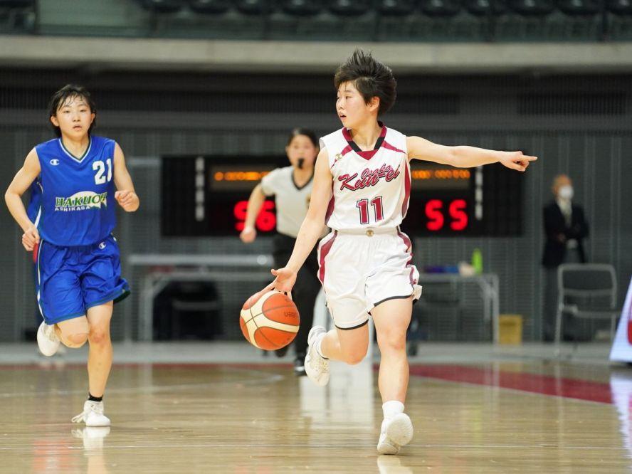 コートで一番目立ったのは158cmの1年生ポイントガード都野七海、走る大阪薫英女学院が白鷗大学足利に逆転勝利