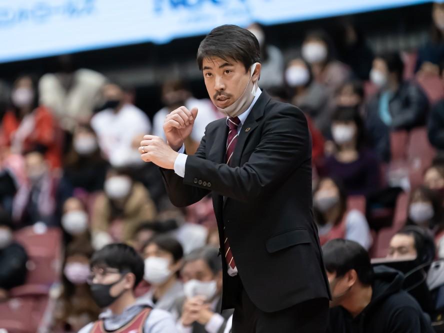 苦難を乗り越えた川崎ブレイブサンダース、佐藤賢次ヘッドコーチの葛藤と変化(前編)「違和感のところがうやむやなままだった」
