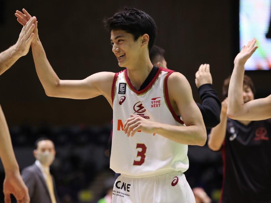 川崎ブレイブサンダースに加入した東山高校3年の米須玲音、Bリーグデビュー戦で初得点&アシストを記録
