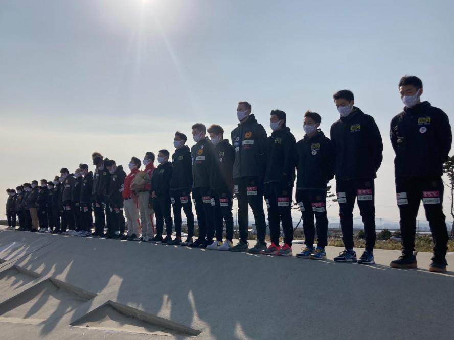 東日本大震災から10年、仙台89ERSが津波被害の大きかった荒浜地区で黙祷を捧げる