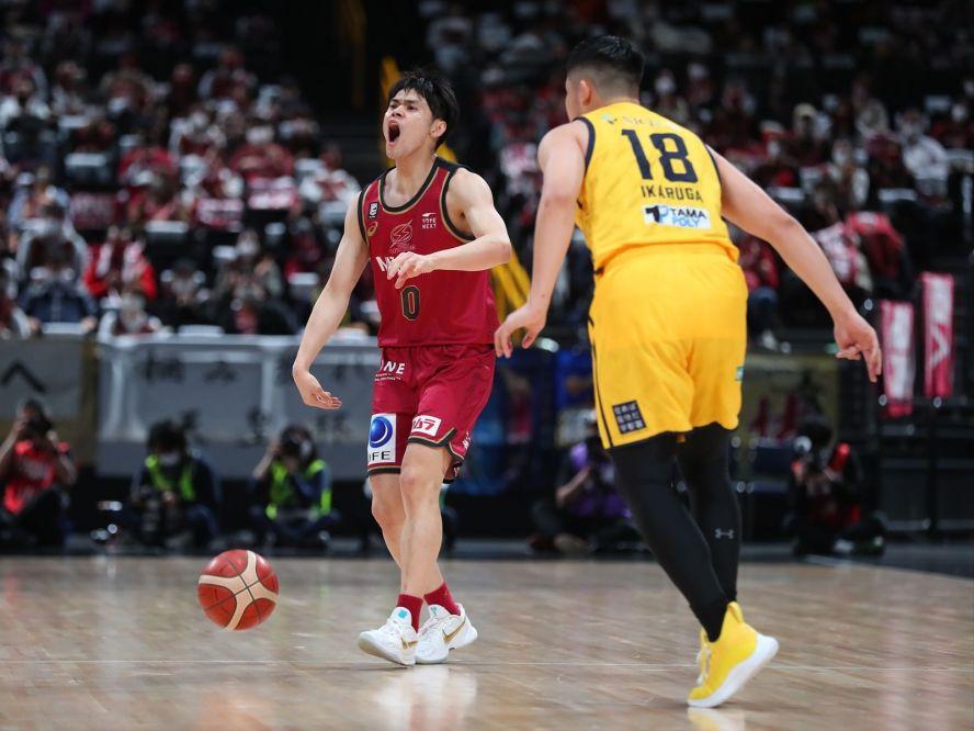 バスケ天皇杯の優勝は川崎ブレイブサンダース、チームバスケットを貫いて宇都宮ブレックスを76-60で撃破