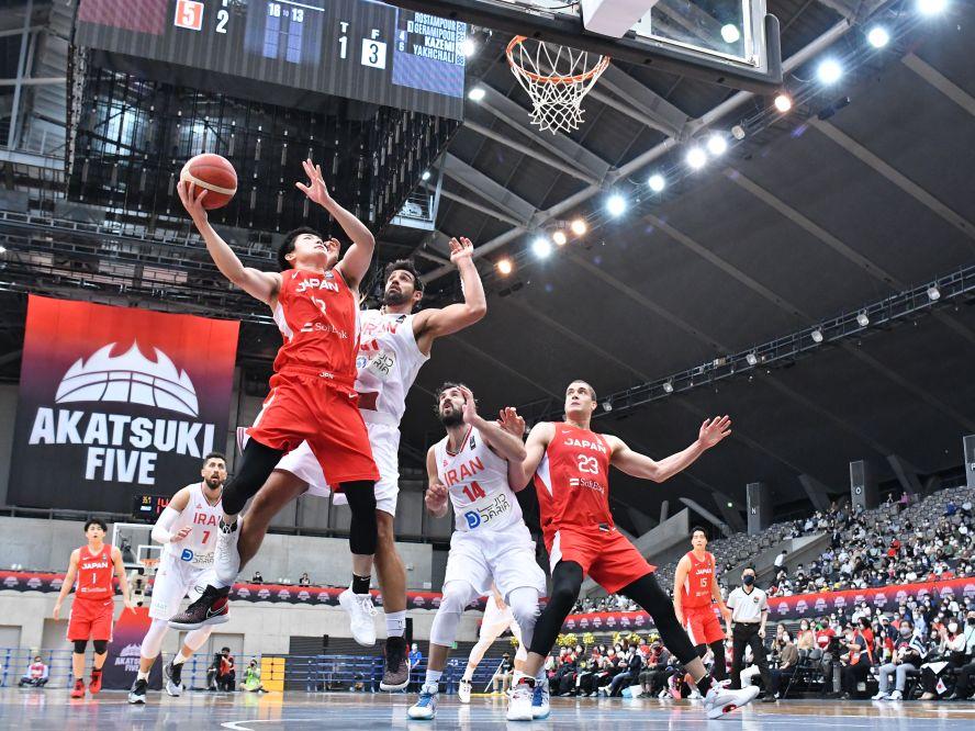 バスケ日本代表はオリンピックに向けたイラン3連戦の初戦で85-57の快勝を収める「チーム全体が良い内容でプレーできた」
