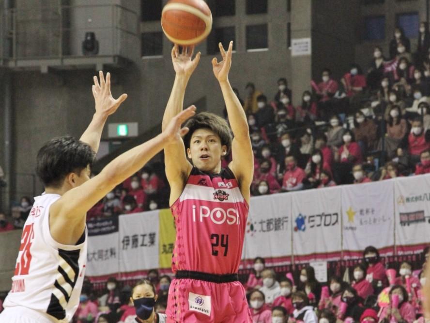 秋田ノーザンハピネッツが主力の保岡龍斗、長谷川暢と契約継続「自分の最大限の力をチームに還元したい」