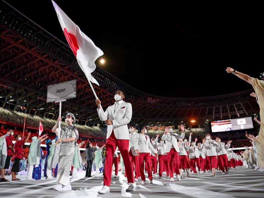 東京オリンピック開会式の選手入場行進で日本選手団の旗手を務めた八村塁、威風堂々の姿で大役を果たす