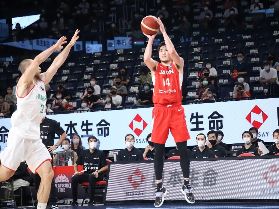 ハンガリー代表に完勝したバスケ日本代表、金丸晃輔は日の丸を背負う責任を感じながらも「僕はいつも通りのプレーをする」