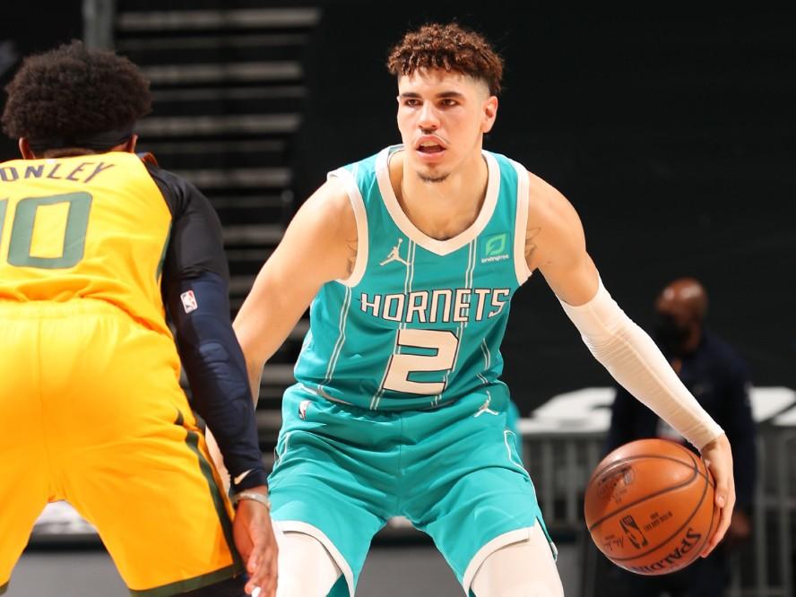 昨シーズンの新人王、ホーネッツのラメロ・ボールが持論を展開「NBAに行きたいなら学校は優先事項ではない」