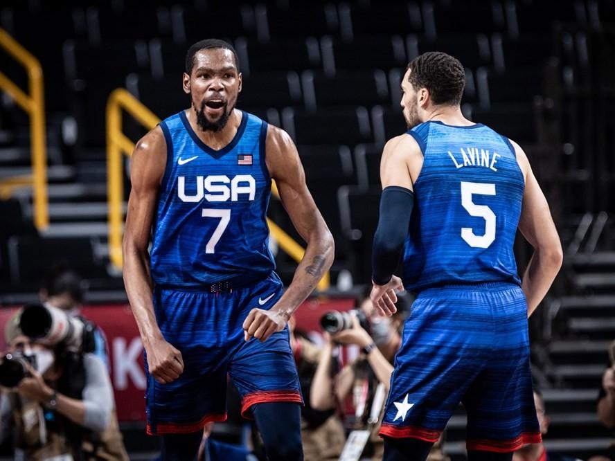 後半にチームプレーが機能した男子アメリカ代表、準々決勝でワールドカップ王者のスペインを下して4強入り