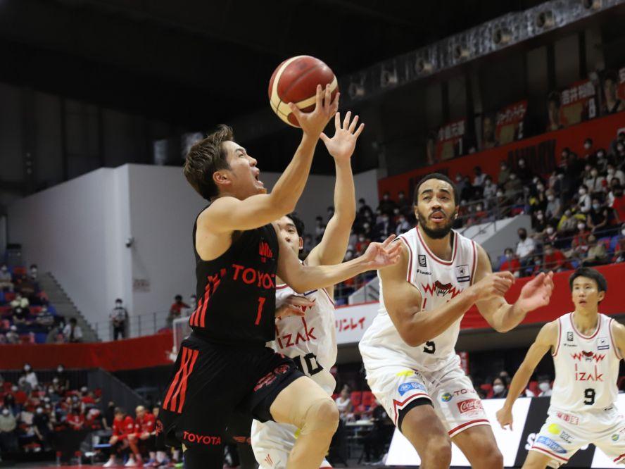 小島元基&ザック・バランスキー、A東京のバスケを熟知する『古株』の誇り「チームの目標に合っている人がプレーすればいい」