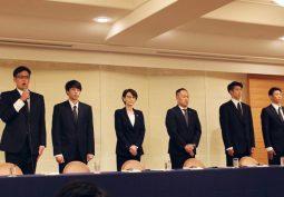 日本バスケットボール協会が緊急会見、不祥事で帰国した選手と三屋裕子会長が謝罪